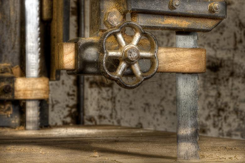 Lieux abandonnés - Atelier de menuisier - scie à ruban