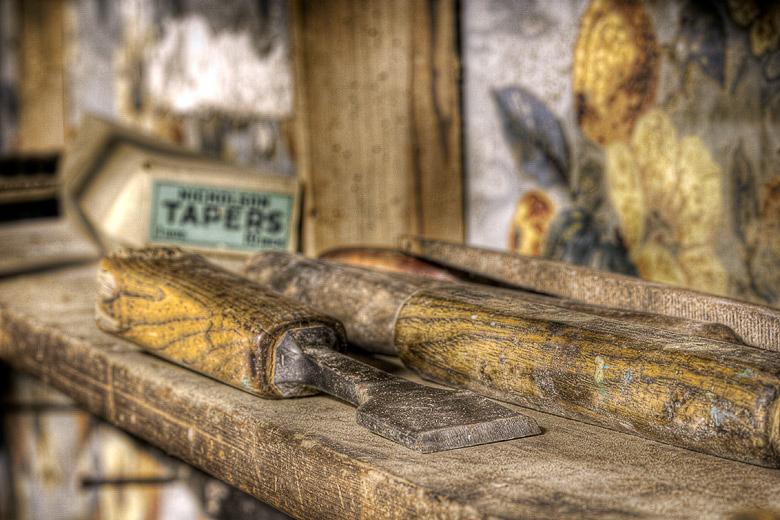 Lieux abandonnés - Atelier de menuisier - ciseau à bois