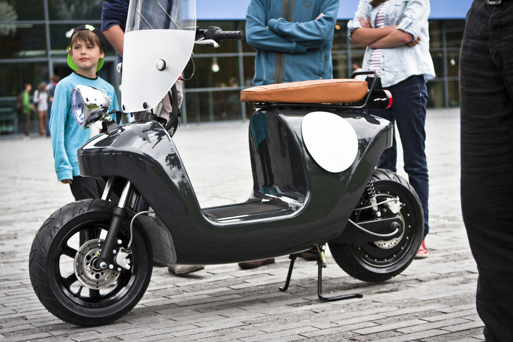 Be.e-frameless-biocomposite-electric-scooter-design-by-waarmakers-black closup 3.jpg