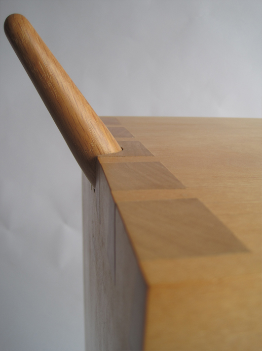Side table -  Spikeable intersecting forms
