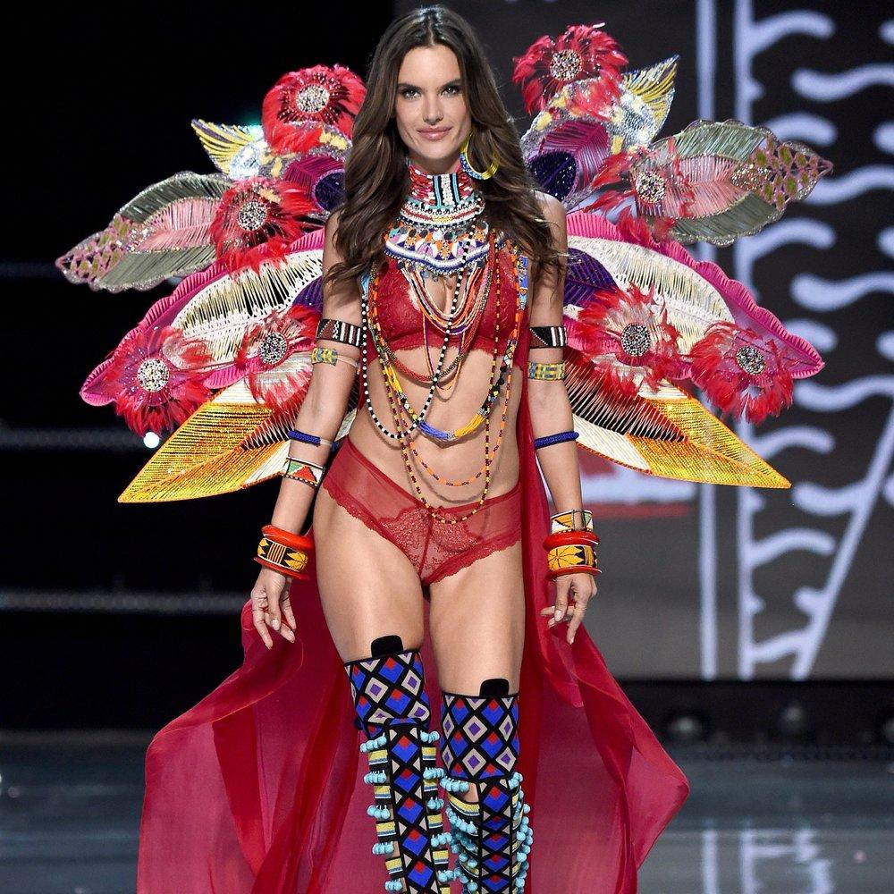 Alessandra-Ambrosio-Victoria-Secret-Sexiest-Looks.jpg