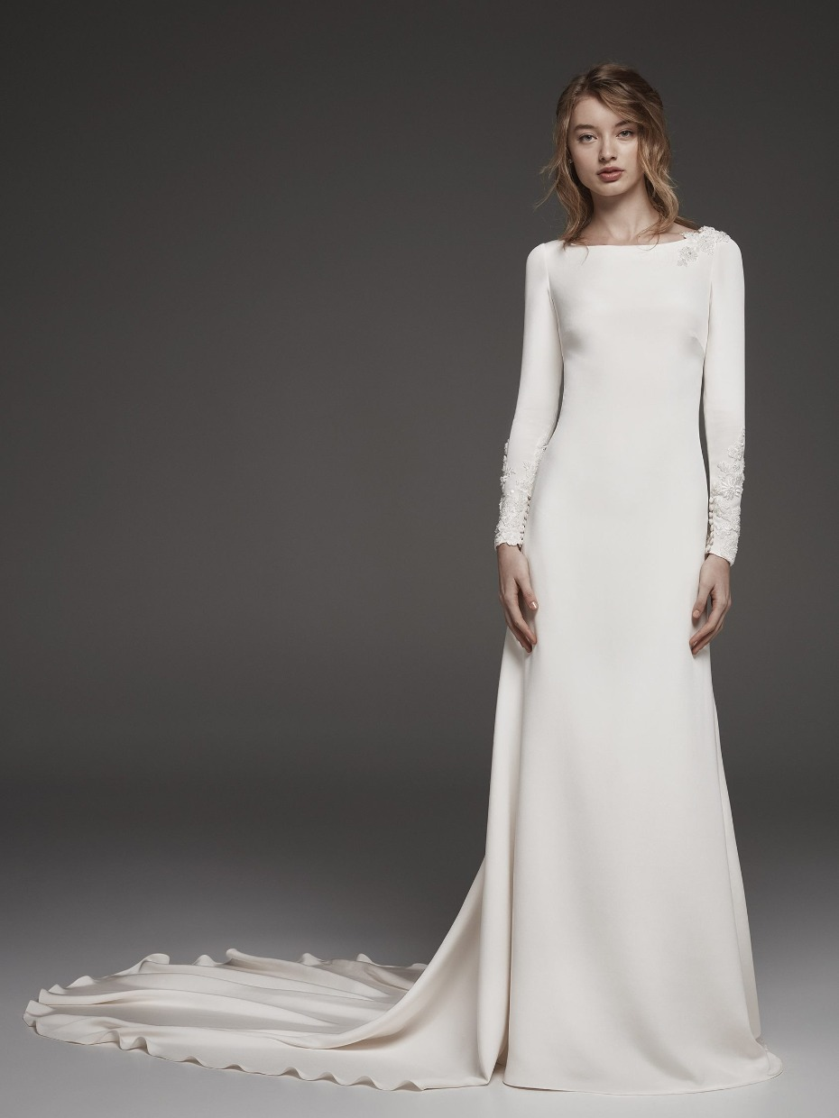https://www.weddingchicks.com/blog/12-wedding-looks-for-the-meghan-markle-obsessed-bride-l-16121-l-11.html