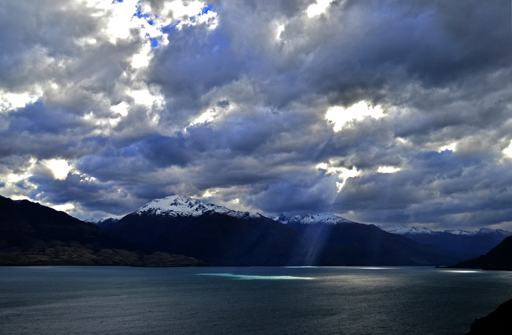 [9] Sun Beams Over Lake Wanaka, South Island.