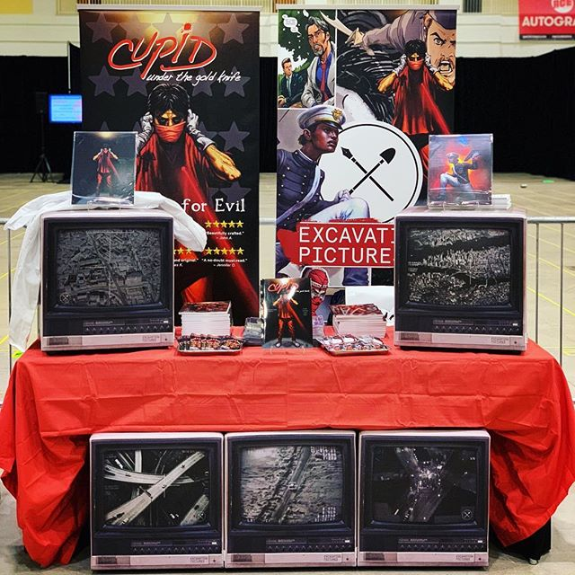 ||#ComicCon|| All set up and ready to go here @acecomiccon @chicagonavypier. What do you think of our setup? . . . #comiccon #citizenskyland #cupidunderthegoldknife #kickstarter