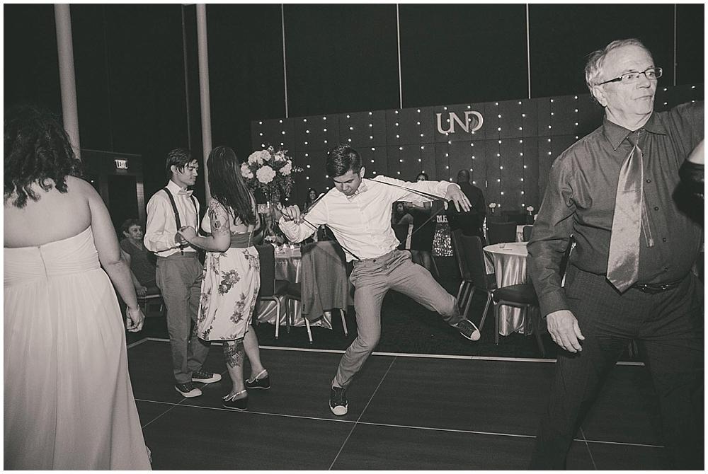Liz-Eller-4708_fargo_wedding_photographer.jpg