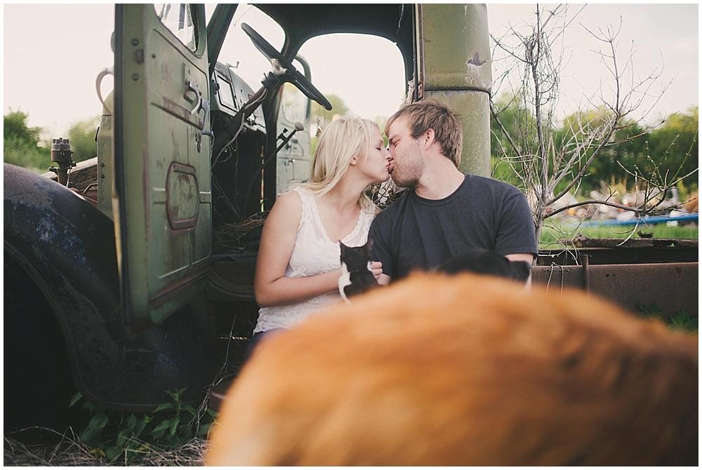 chandra-mike-1508_zach_davis_fargo_wedding_photographer.jpg