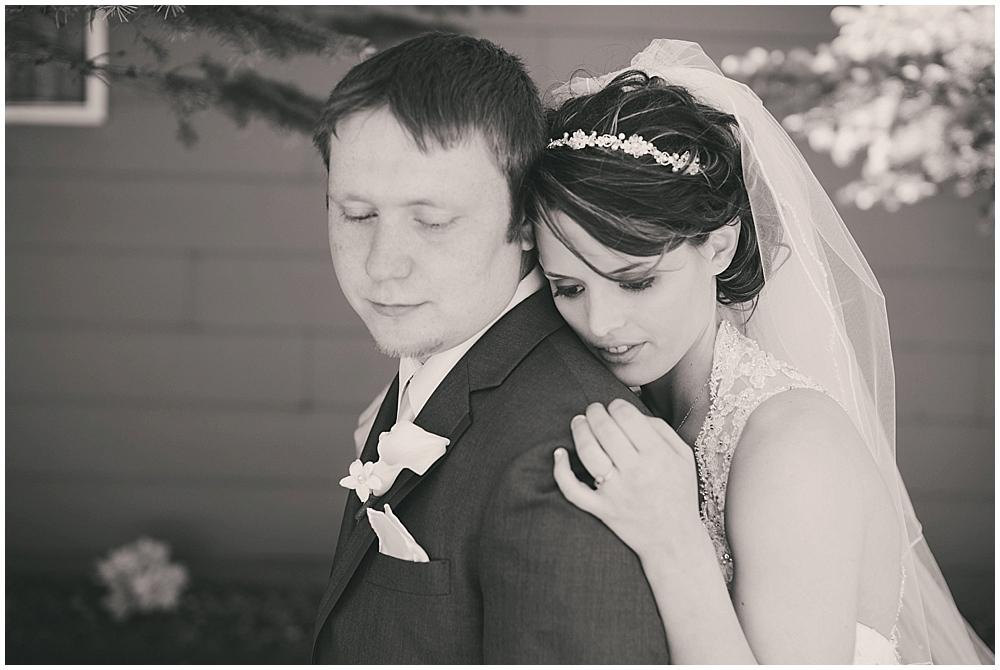 jazsmin-aaron-1759_zach_davis_fargo_wedding_photographer.jpg