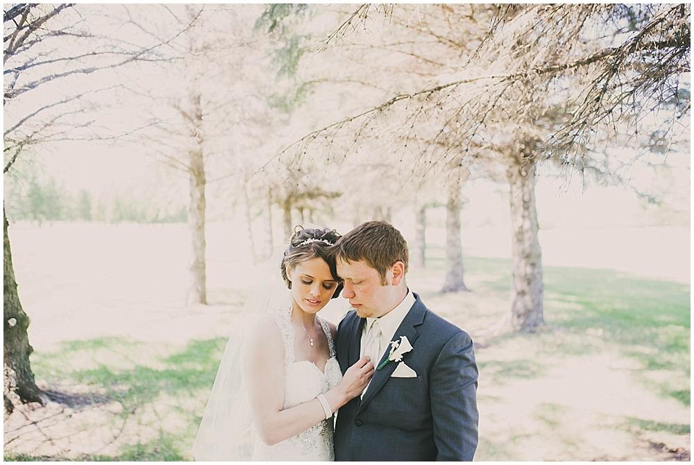 jazsmin-aaron-2141_zach_davis_fargo_wedding_photographer.jpg