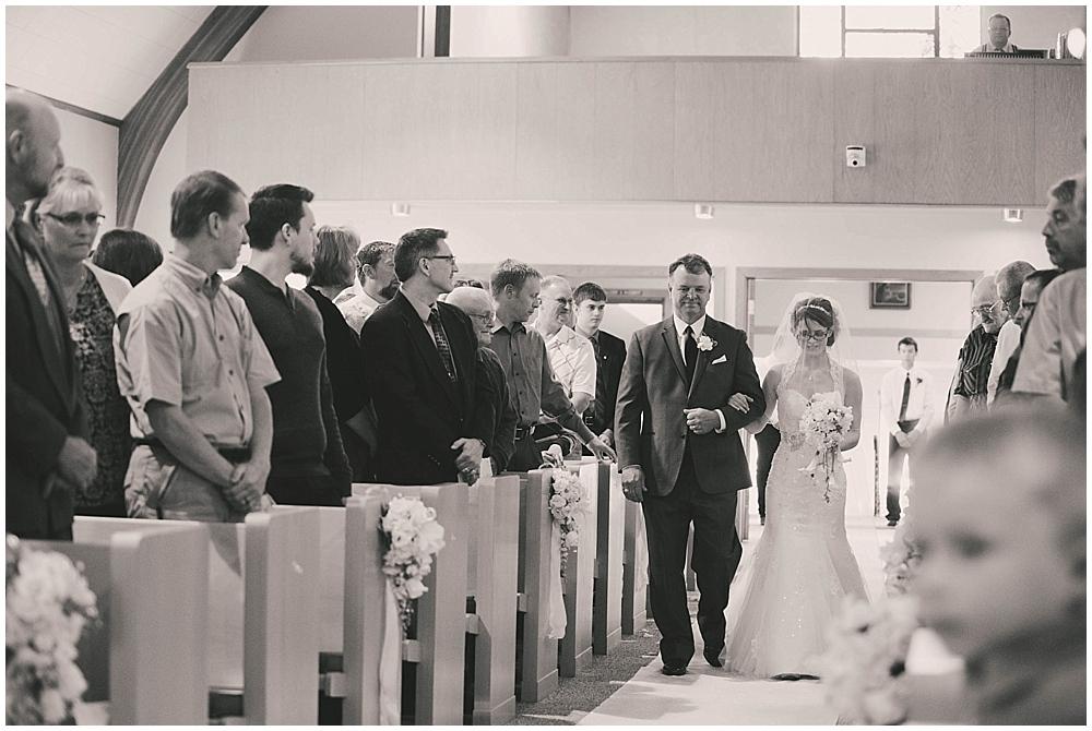 jazsmin-aaron-3045_zach_davis_fargo_wedding_photographer.jpg