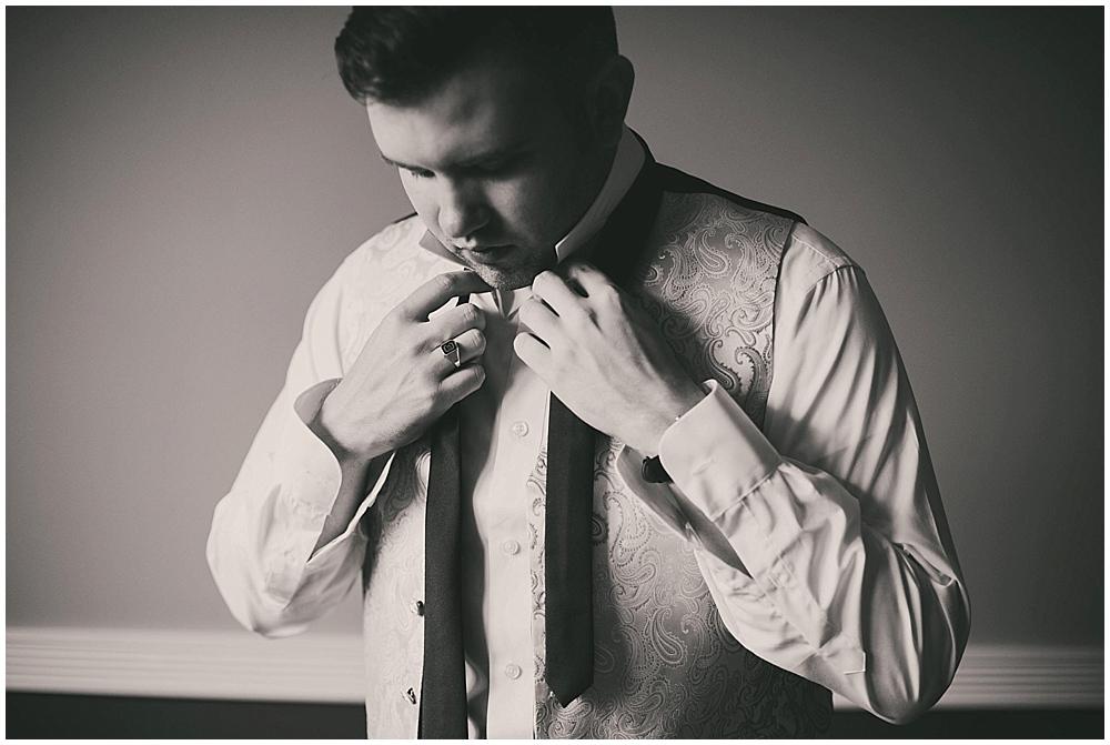 jennifer-travis-1142_zach_davis_fargo_wedding_photographer.jpg
