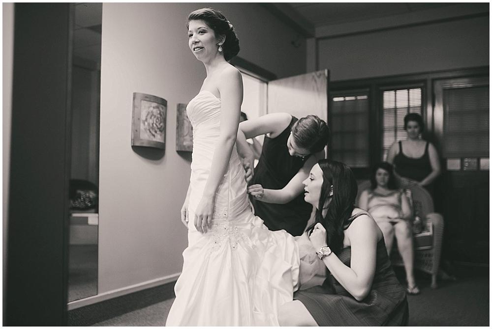 jennifer-travis-1456_zach_davis_fargo_wedding_photographer.jpg