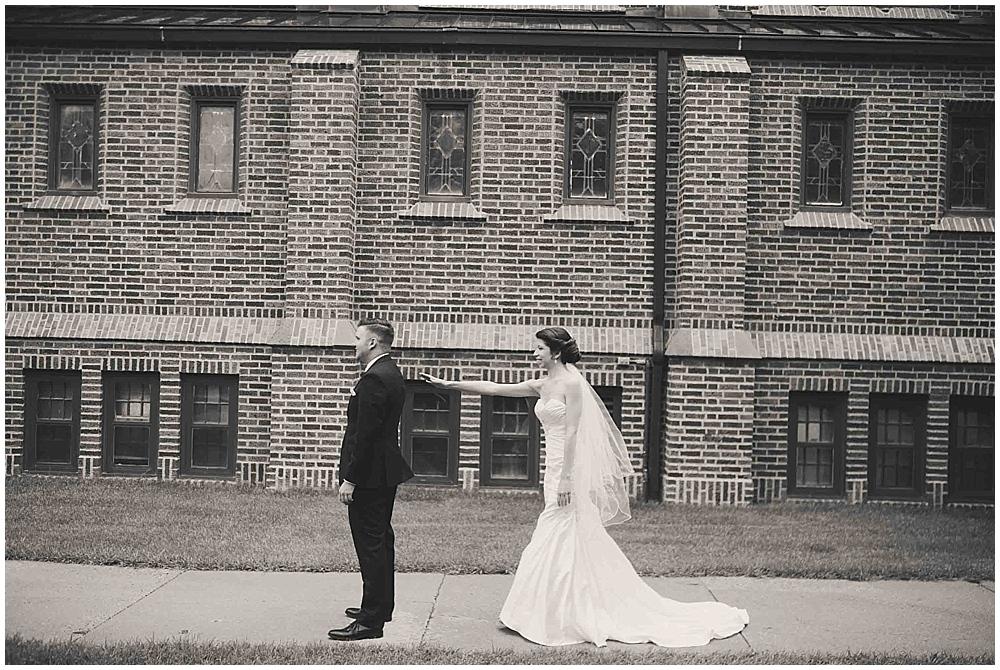 jennifer-travis-1528_zach_davis_fargo_wedding_photographer.jpg