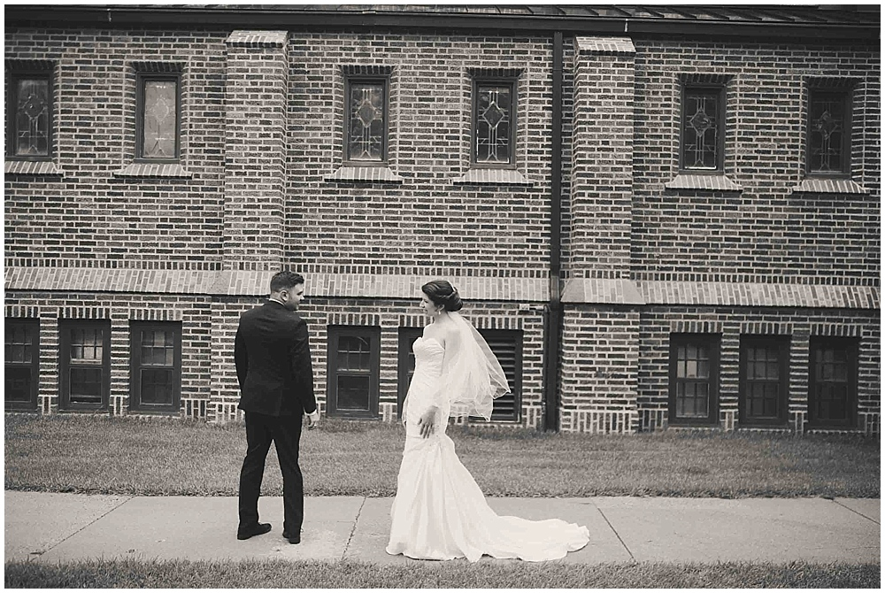 jennifer-travis-1532_zach_davis_fargo_wedding_photographer.jpg