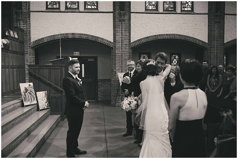 jennifer-travis-3060_zach_davis_fargo_wedding_photographer.jpg