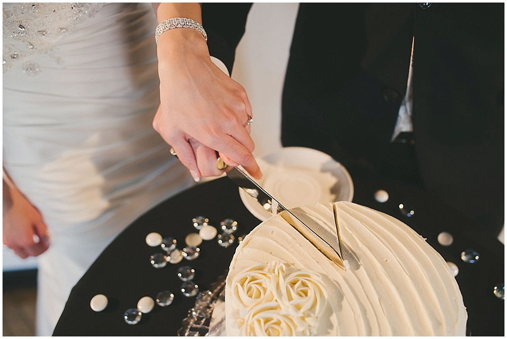 jennifer-travis-4202_zach_davis_fargo_wedding_photographer.jpg