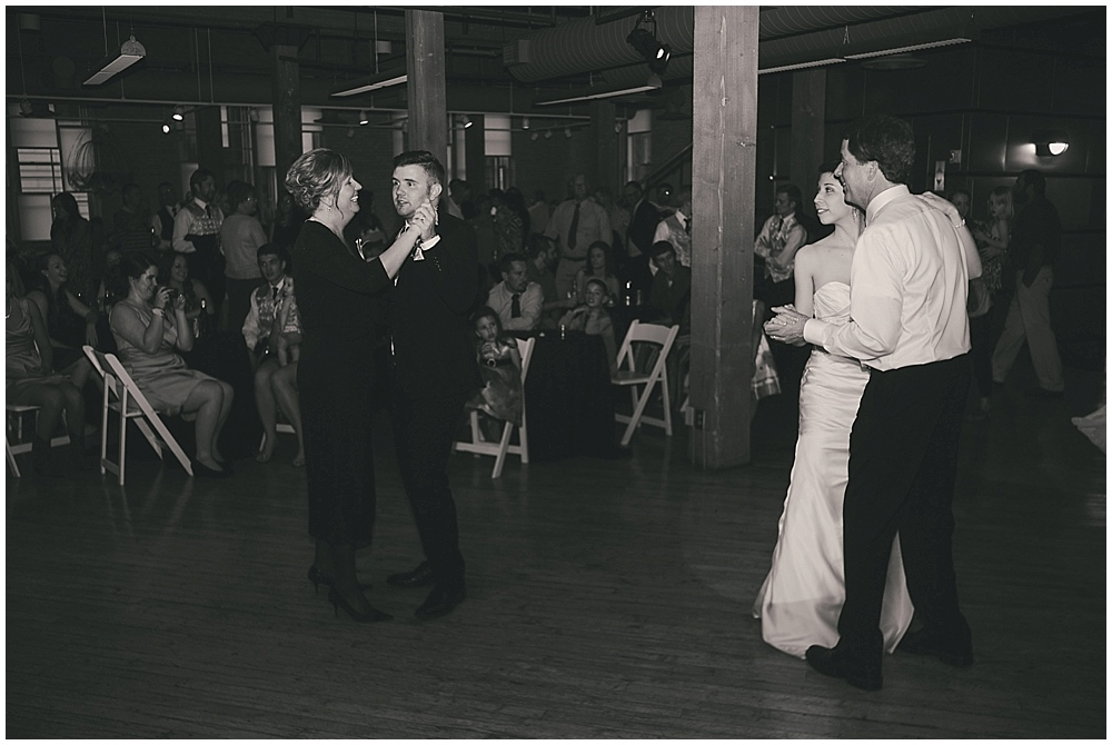 jennifer-travis-4362_zach_davis_fargo_wedding_photographer.jpg