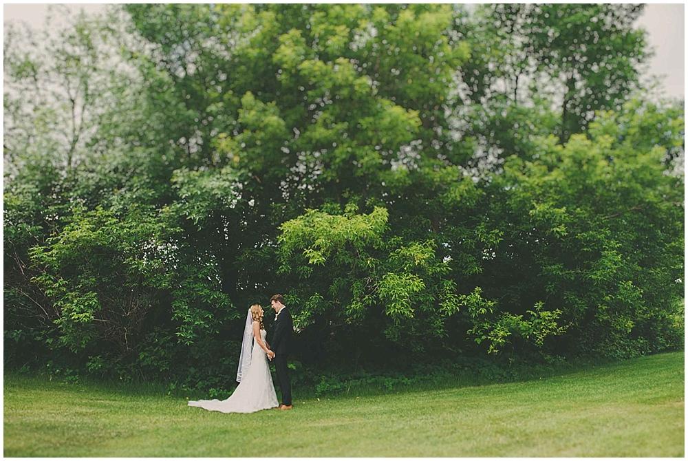 Amy-Petter-2095_zach_davis_fargo_wedding_photographer.jpg