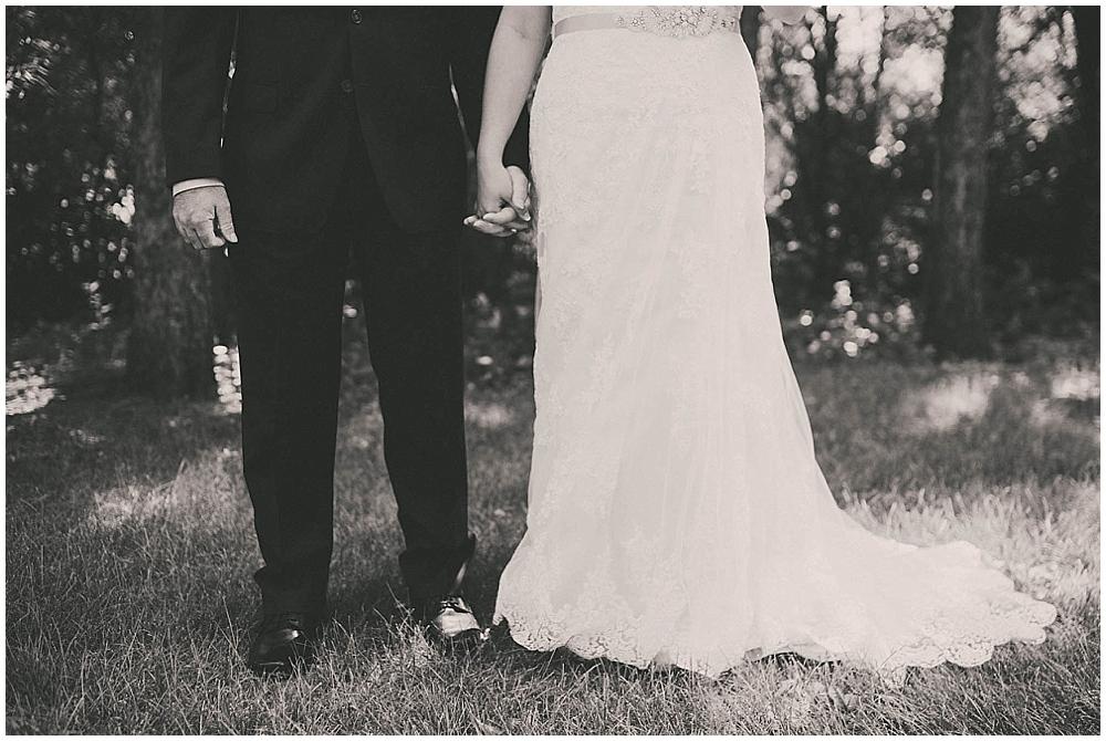 Gabby-Joey-1397_zach_davis_fargo_wedding_photographer.jpg