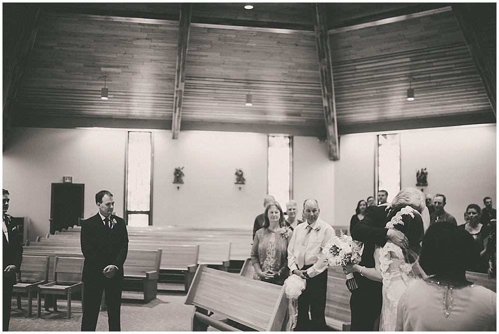Gabby-Joey-1839_zach_davis_fargo_wedding_photographer.jpg