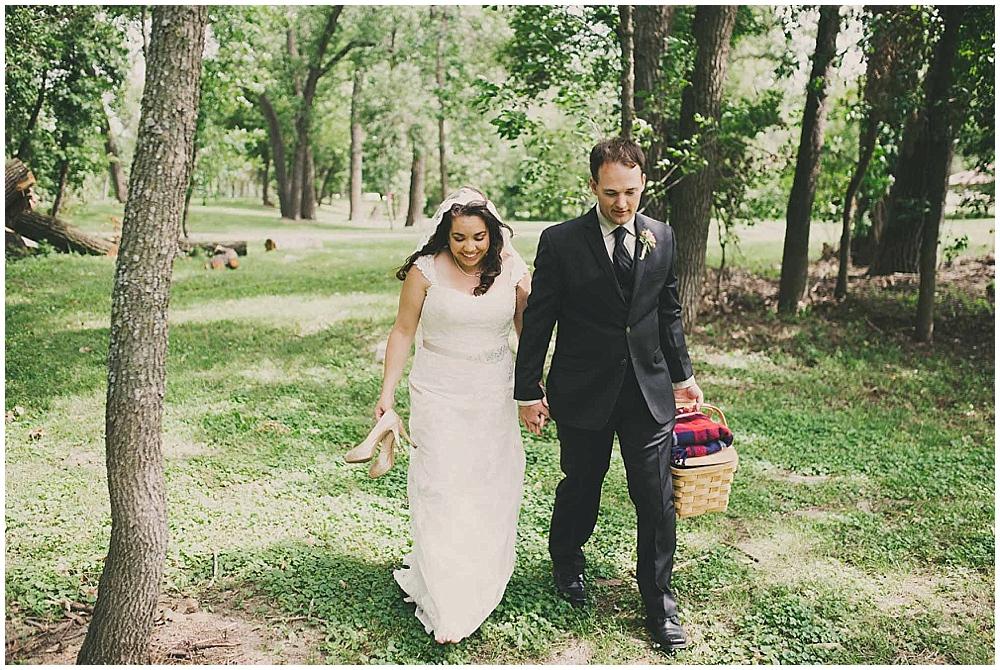 Gabby-Joey-2123_zach_davis_fargo_wedding_photographer.jpg