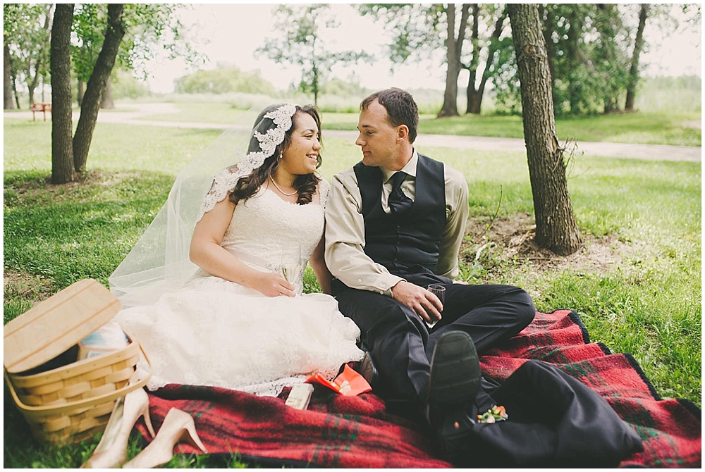 Gabby-Joey-2194_zach_davis_fargo_wedding_photographer.jpg