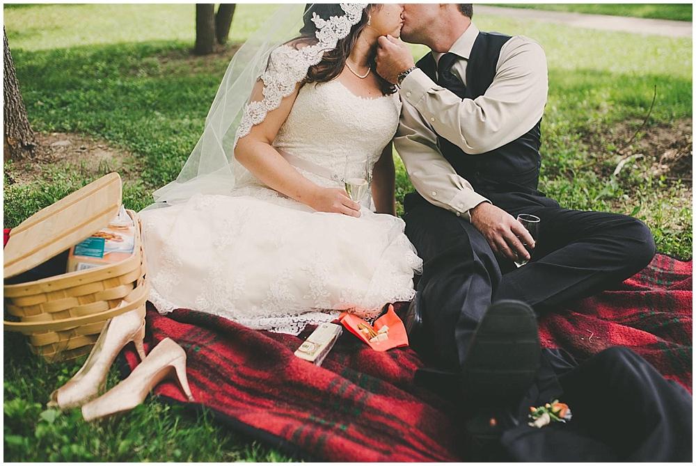 Gabby-Joey-2212_zach_davis_fargo_wedding_photographer.jpg