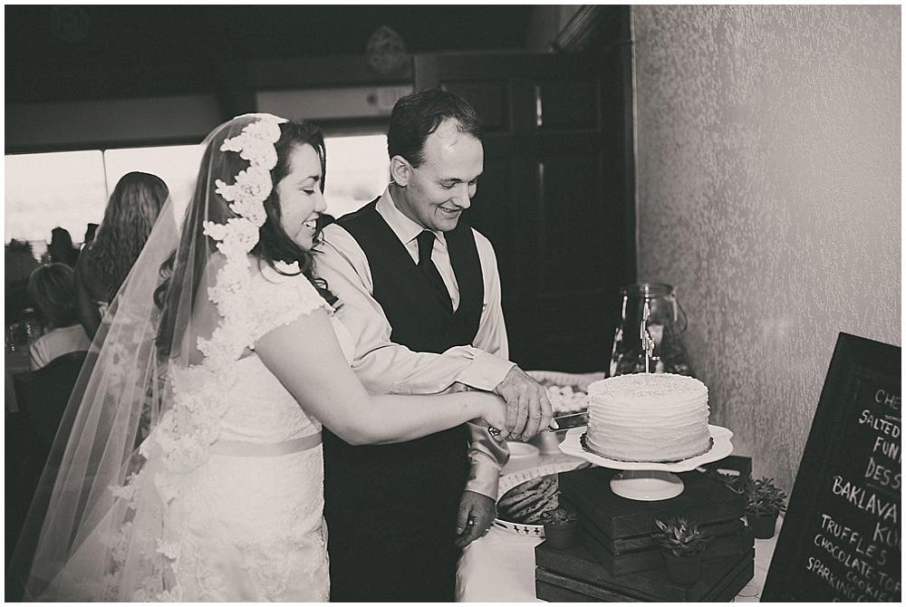 Gabby-Joey-2439_zach_davis_fargo_wedding_photographer.jpg