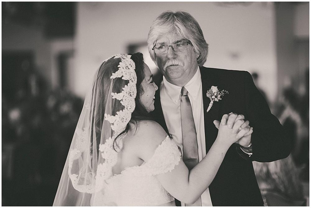 Gabby-Joey-2713_zach_davis_fargo_wedding_photographer.jpg