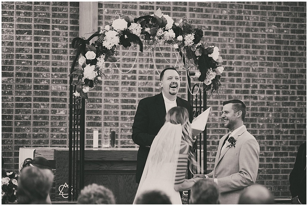 Shawna-Matt-2686_zach_davis_fargo_wedding_photographer.jpg