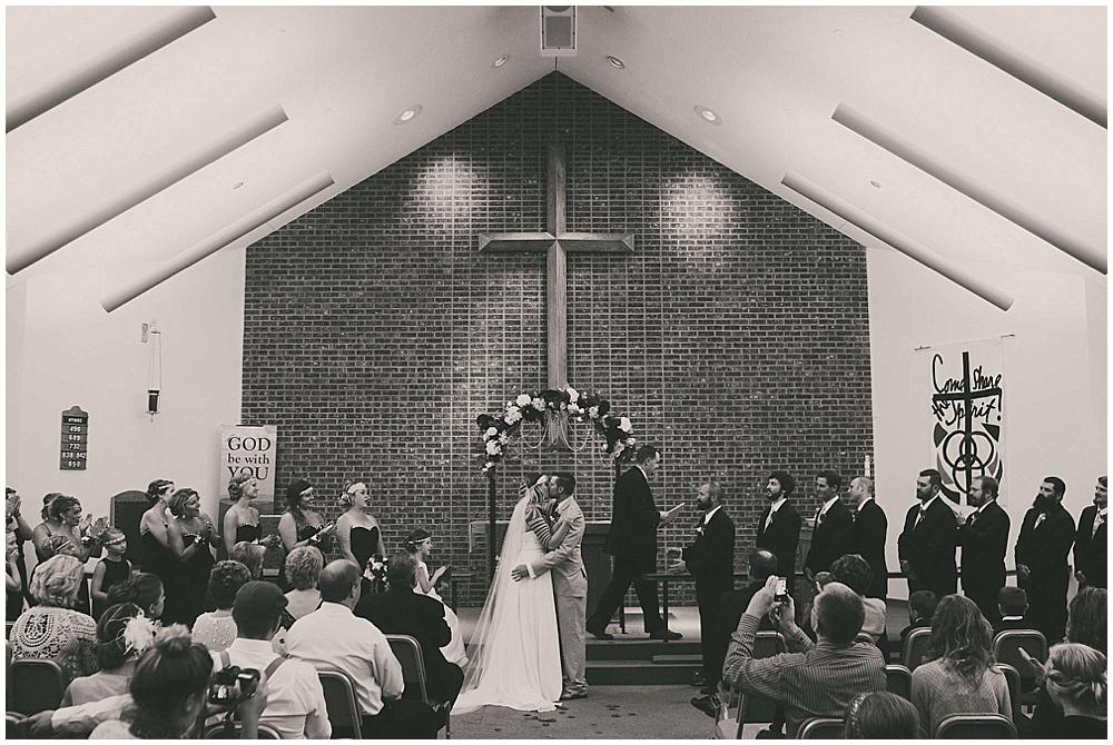 Shawna-Matt-2817_zach_davis_fargo_wedding_photographer.jpg