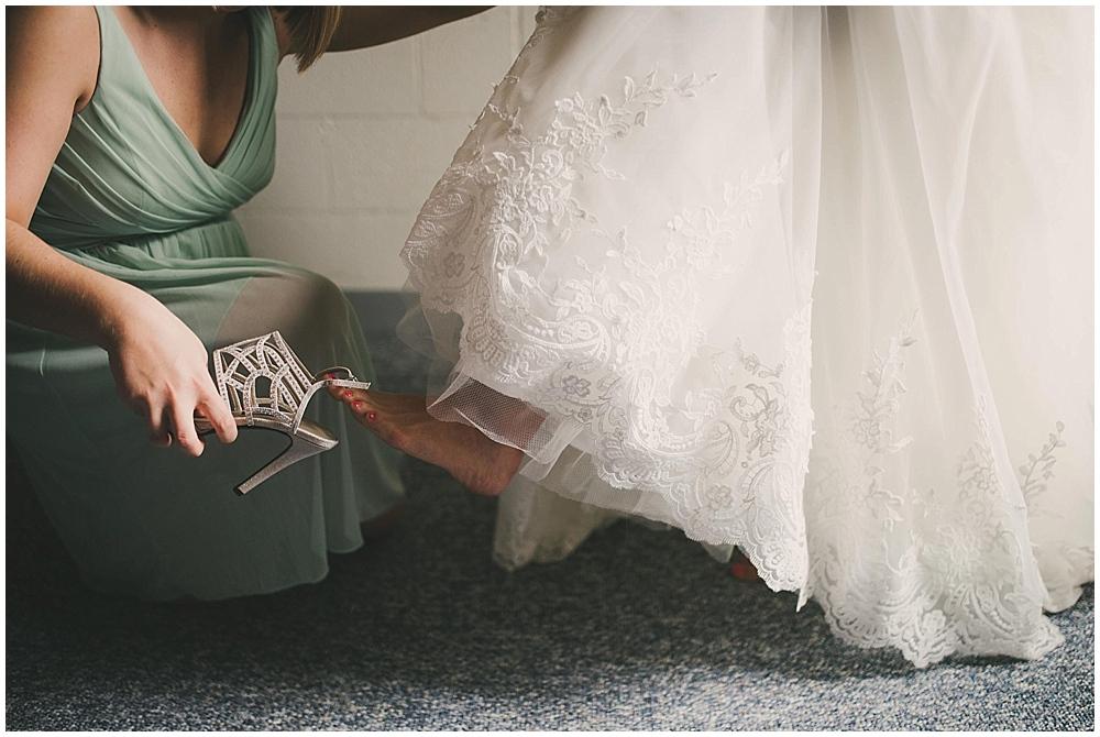Lindsay-Jay-1428_zach_davis_fargo_wedding_photographer.jpg