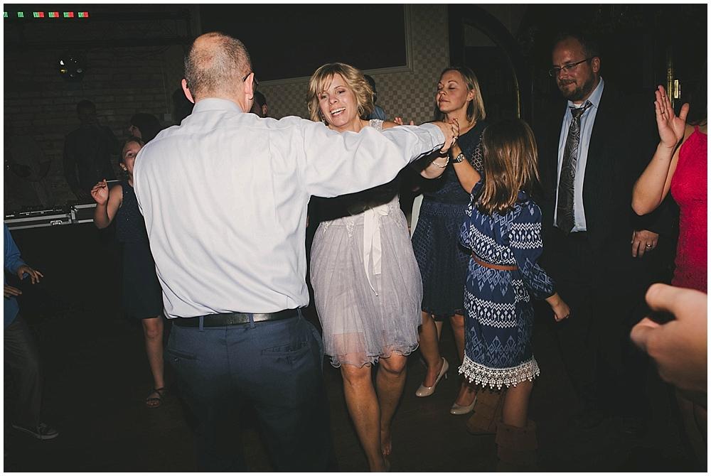 Lindsay-Jay-4079_zach_davis_fargo_wedding_photographer.jpg