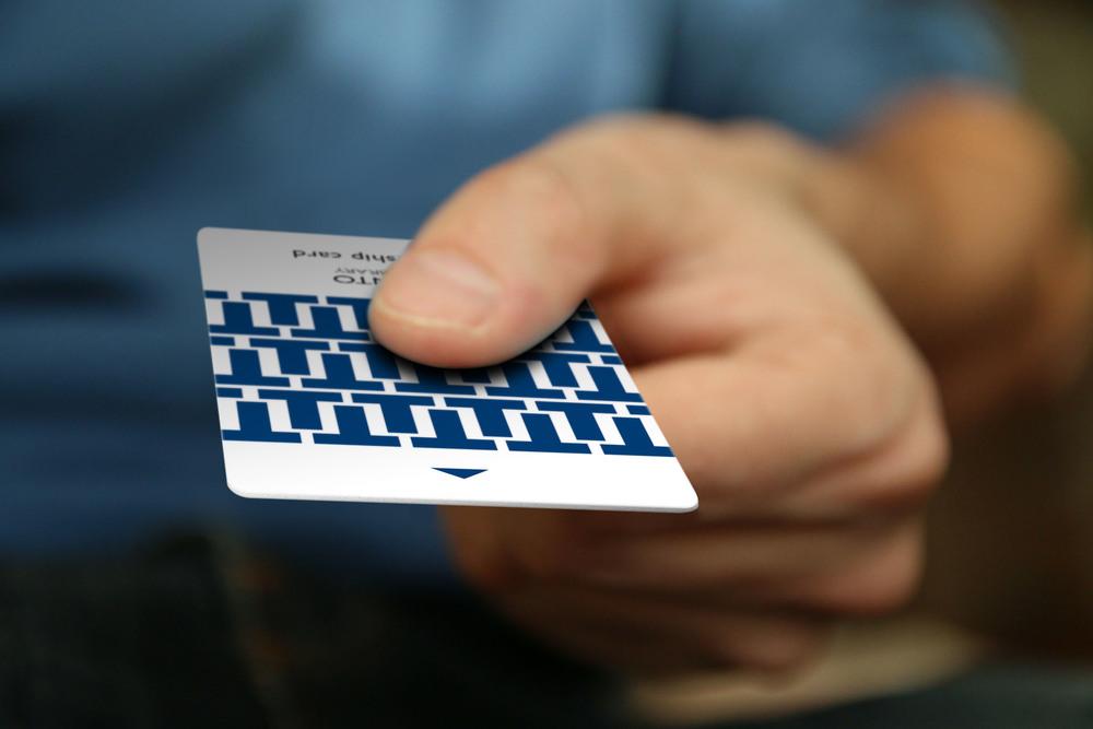 BusinessCard_CreditCard_Hand_Mockup_CursiveQ_tpl_card1.jpg