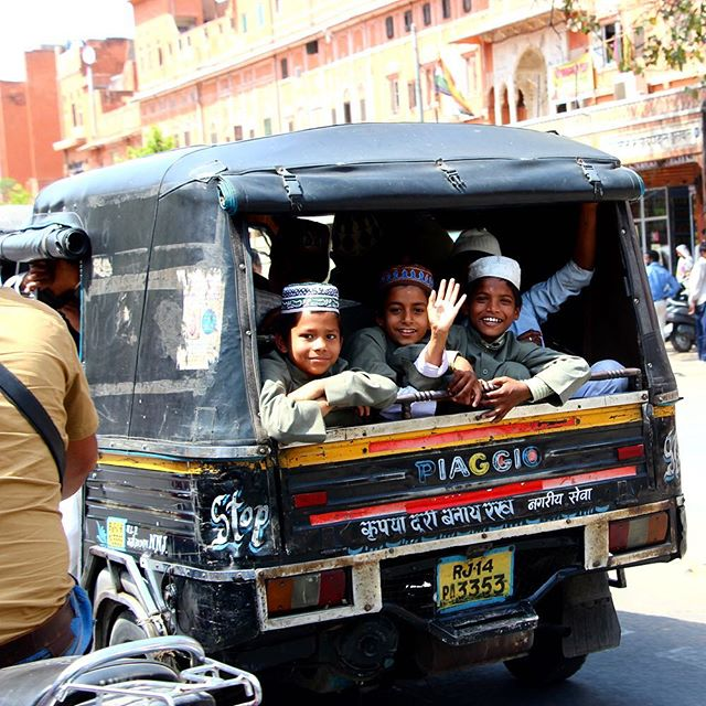 Carpool in Jaipur, the pink city of India. #👋 #india #jaipur #travel #travelblog #rtwchat #rtwtravel #planetwanderlust #wanderlust #worlderlust #travelgram #instatravel #coupletravel #letsgoeverywhere #igtravel #neverstopexploring #instago #passportready #huffpostgram #voyage #theeverygirltravels #yeshuffpost