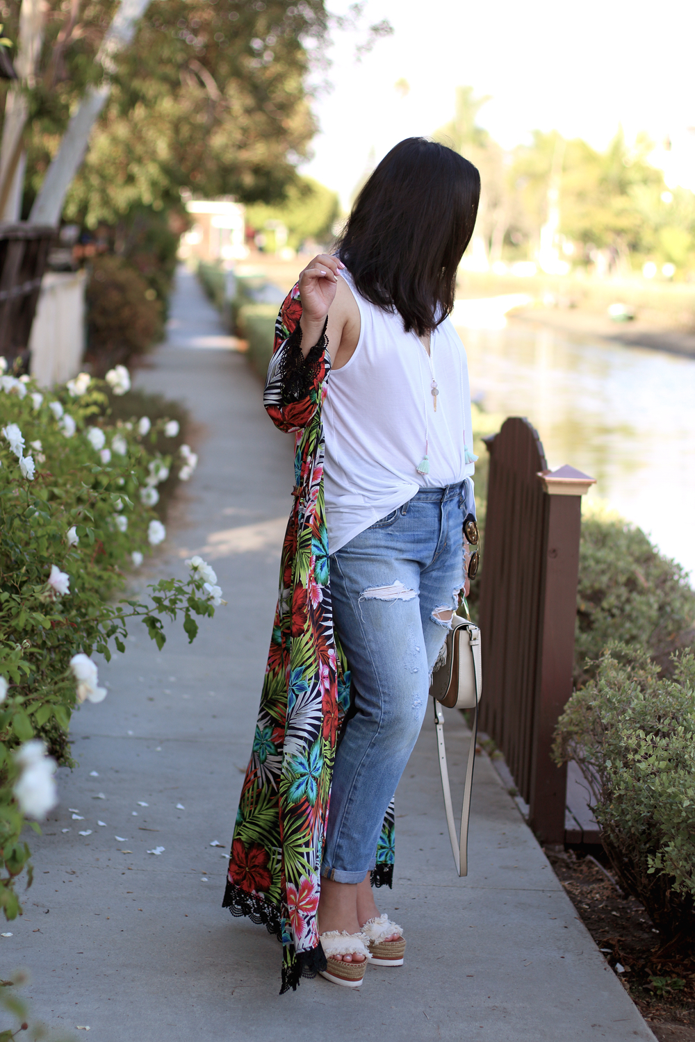 Casual - Another favorite of mines is throwing my silk kimono over tank top and jeans for an elevated casual look. What's your favorite way to style a silk kimono?