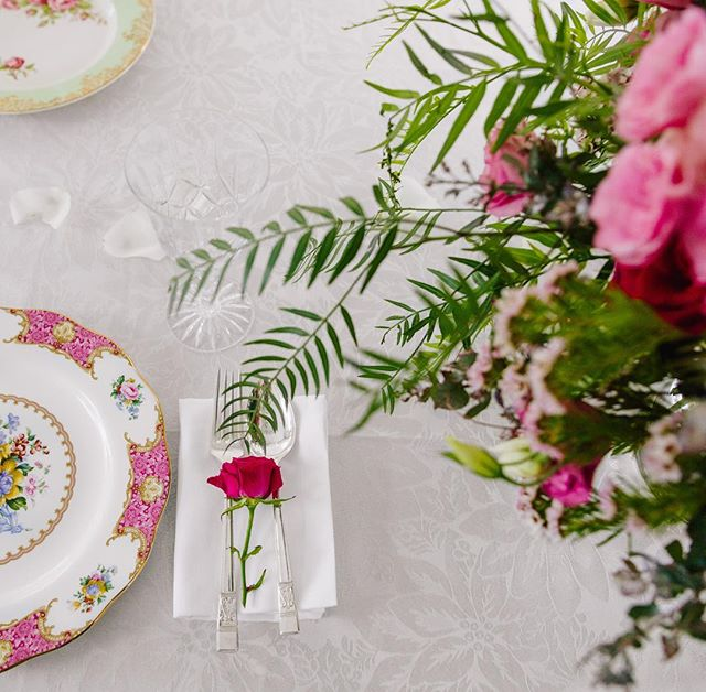 Good enough to eat. A simple touch to add colour to your place settings. . . #weddingflorist #wedding #flowers #roses #pink #weddinginspo #inspiration #bride #groom #weddingstyle #design #style #gardenwedding #rusticwedding #florist #flowers #ido #sydney florist #love #marycontraryfloraldesign #sydney #easternsuburbs #sydneywedding
