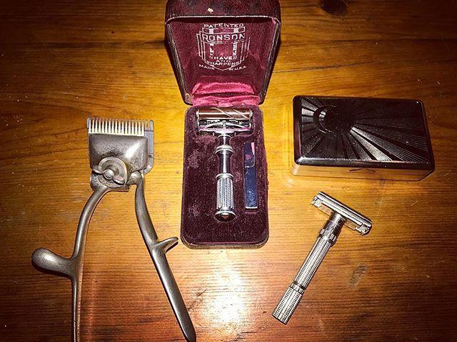 Old school grooming 🧛♂️ Best way to shave! @renilane #zerowaste #vintageliving #analog #retro #ancient #beauty #classics #ronson