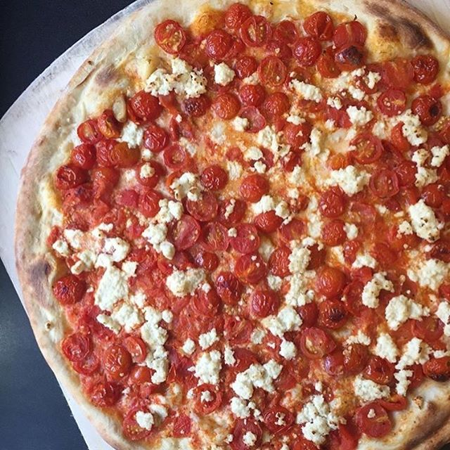 Get your hands on the @screamerspizzeria weekly special pie! Featuring roasted cherry tomatoes, NUMU Vegan Mozz, and their house-made ricotta. #nomnom