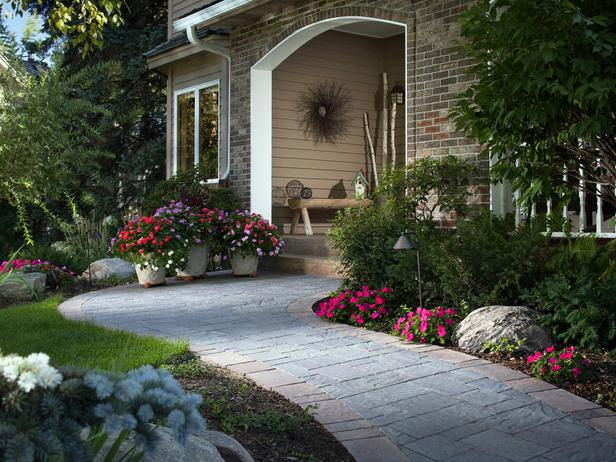extraordinary-flower-beds-design-for-front-yard-landscaping-with-walkway.jpg