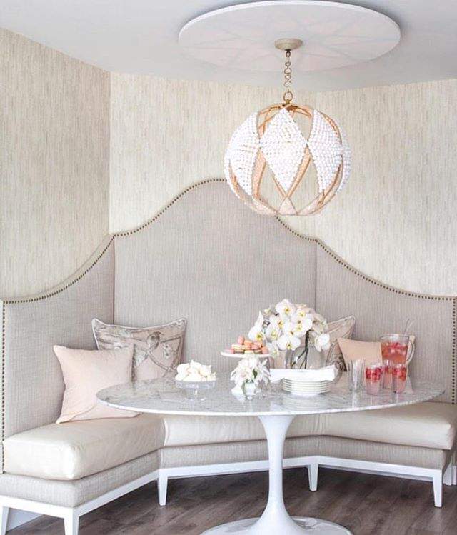 Cutest, most feminine, banquette area ever. Loving it 😍 #homedecor #kitchen #chic #home #feminine #interiordesign