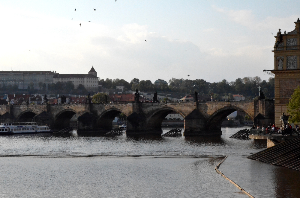 charles bridge prague.jpg