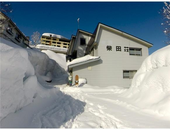 Myoko Powder Hostel - From 3900Y a night. 9 Minutes walk to Akakura Kanko ski resort.