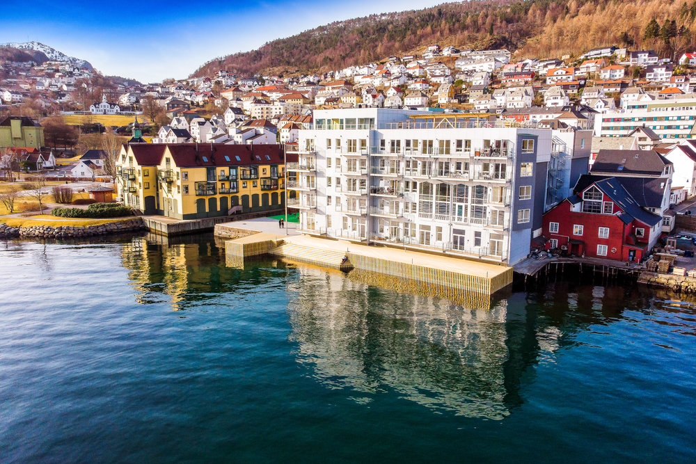 HOLMEN i Bergen - Innflytningsklare leiligheter komplett med integrerte hvitevarer. Boligene ligger like i sjøkanten. Flotte kvaliteter, med sentral og utsøkt beliggenhet. Meld din interesse her