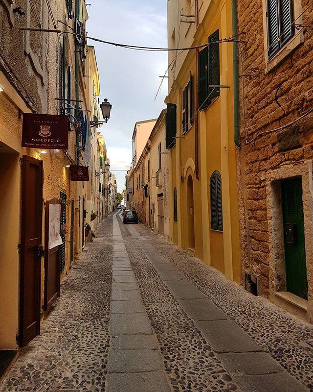 The streets of Alghero 🏃#architechture #street #alghero #travelguide #vacation #italy #sardinia