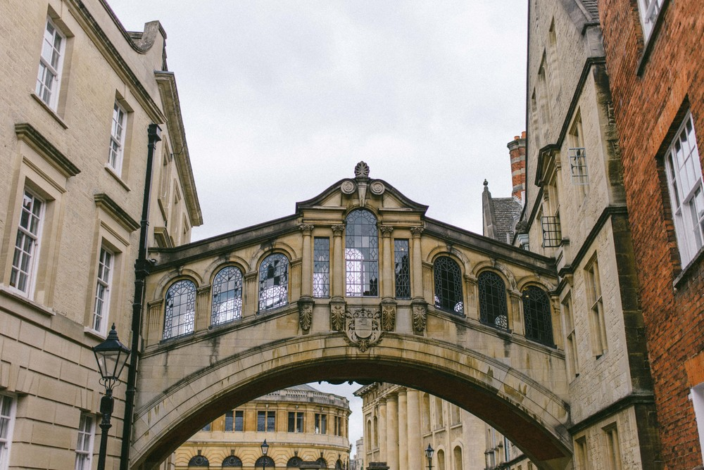 "<strong>OXFORD</strong><a href=""/oxford-photo-gallery"">England »</a>"