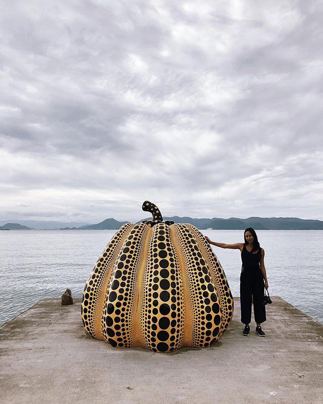 Hello pumpkin 🎃 . . . . . . #naoshima #benessehouse #teshima #japan #traveljapan #japantravel #arttravel #architecturetravel #neverstopexploring #architecture_lovers #artlovers #vscocam #vscotravel #vscoart #kagawa #naoshimaisland #artislands #arttrip #tadaoando #benessehousemuseum #naoshimapumpkin