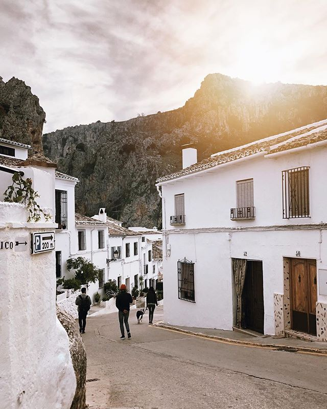 Daytrip to one of the most beautiful towns in Spain 🇪🇸 ❤️ . . . . . . . #zuheros #spain #visitspain #travel #travelspain #sunset #whitevillage #puebloblanco #pueblosblancos #españa #visitspain #slowtravel #travellikealocal #travelgram #weddingphotographer #weddingplanner #daytrip #nomadlife #vscocam #vscotravel