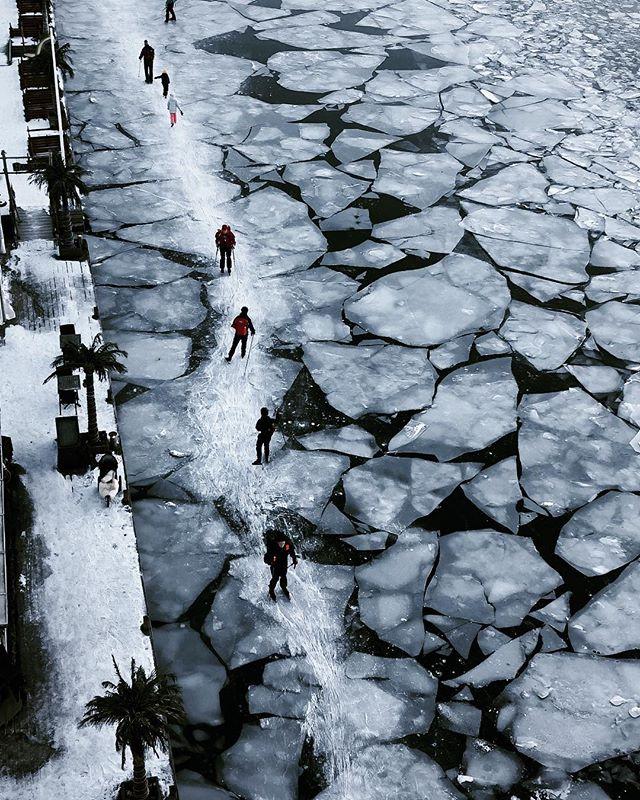 Skating on thin ice. Would you? . . . . . . #stockholm #visitstockholm #winter #winterwonderland #iceskating #långfärdsskridskor #hornstull #liljeholmskajen #vscocam #livingontheedge #freezing #scandinavia #visitscandinavia #adventure #sweden #visitsweden