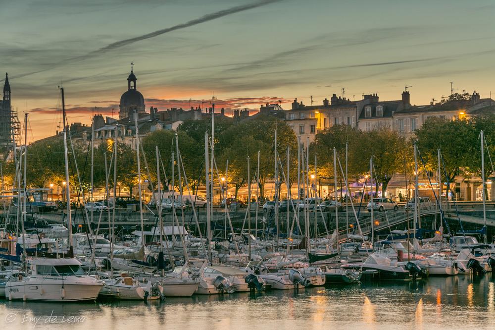La ville portuaire de La Rochelle est situé à 30 minutes en voiture de notre B & B