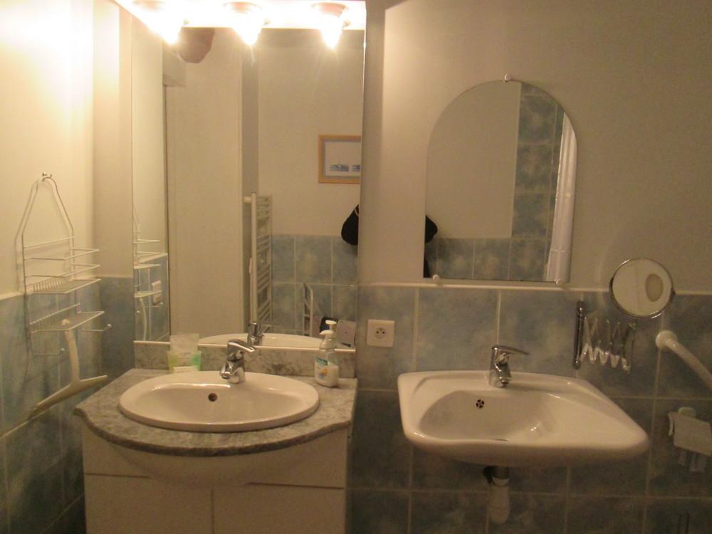salle de douche le carabi.JPG